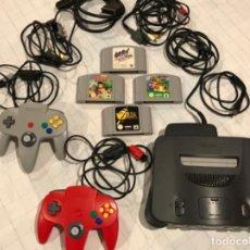 Videojuegos y Consolas: CONSOLA NINTENDO 64 CON DOS MANDOS Y 4 JUEGOS, FUNCIONANDO. Lote 221970975