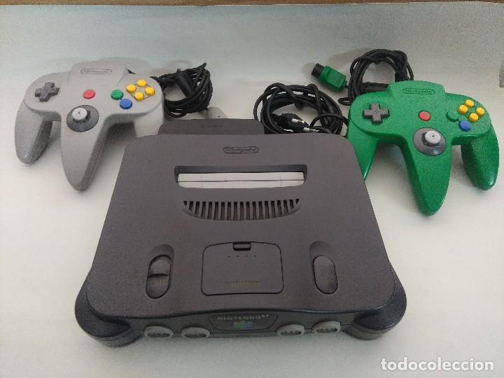 CONSOLA NINTENDO 64 CON DOS MANDOS. (Juguetes - Videojuegos y Consolas - Nintendo - Nintendo 64)