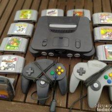 Videojogos e Consolas: 1996 CONSOLA NINTENDO 64 ORIGINAL EQUIPO COMPLETO + LOTE 9 JUEGOS VER LISTADO. Lote 259836810