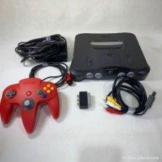 Videojuegos y Consolas: CONSOLA NINTENDO 64 - N64 + 1 MANDO ROJO - FUNCIONA - AÑO 1997. Lote 269370583