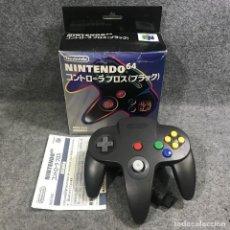 Videojuegos y Consolas: CONTROLLER NEGRO CON CAJA NINTENDO 64 N64. Lote 293683503