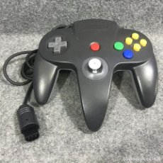 Videojuegos y Consolas: CONTOLLER OFICIAL NEGRO Y GRIS EDICION MARIO KART 64 NINTENDO 64. Lote 295382348