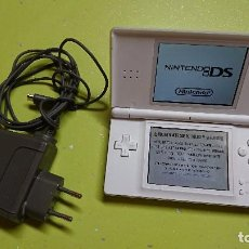 Videojuegos y Consolas: CONSOLA NINTENDO DS BLANCA CON JUEGO NINTENDOGS . Lote 99130291