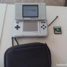 Videojuegos y Consolas: CONSOLA NINTENDO DS MODELO NO. NTR. 001. COLOR PLATA. + FUNDA + JUEGO NINTENDOGS. Lote 144718978