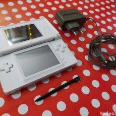 Videojuegos y Consolas: NINTENDO DS LITE CON CARGADOR ORIGINAL Y STYLUS. Lote 228990055