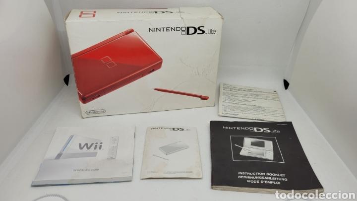 CAJA NINTENDO DS LITE ROJA Y DOCUMENTACIÓN. NO GAME BOY. NO MEGADRIVE. (Juguetes - Videojuegos y Consolas - Nintendo - DS)