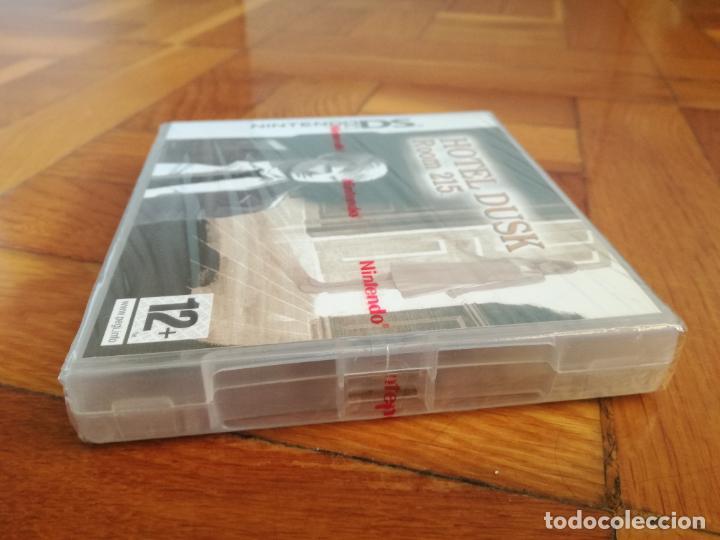 Videojuegos y Consolas: HOTEL DIUSK Room 215 VIDEO JUEGO PARA LA CONSOLA NINTENDO DS NUEVO PRECINTADO - Foto 3 - 286909268