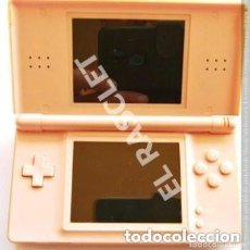 Videojuegos y Consolas: NINTENDO DS LITE - COLOR ROSA - CON FUNDA ROSA - MOD- NO. USG - 001- AÑO 2006- FUNCIONA PERFECTAMEN. Lote 295834733
