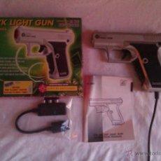 Videojuegos y Consolas: PISTOLA P7K LIGHT GUN - PLAYSTATION 1 - CONTIENE CAJA + ADAPTADOR TV + MANUAL DE INSTRUCCIONES. Lote 39845037