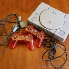 Videojuegos y Consolas: CONSOLA VINTAGE PLAYSTATION 1 CON 2 MANDOS ROJOS Y CABLE DE CORRIENTE. Lote 47651022