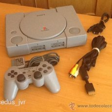 Videojuegos y Consolas: CONSOLA SONY PLAYSTATION PAL ORIGINAL CLASSIC PS1 PLAY STATION 1 EN BUEN ESTADO Y CHIPEADA. Lote 57957608