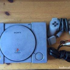 Videojuegos y Consolas: CONSOLA PS1 - PLAYSTATION CON 1 MANDO Y CABLES - FUNCIONANDO. Lote 103773875
