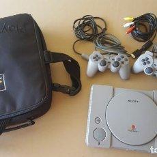Videojuegos y Consolas: CONSOLA / PLAYSTATION PLAY STATION PSONE 32 BITS PAL 1995 (CON 2 MANDOS Y ESTUCHE ORIGINAL). Lote 170278232