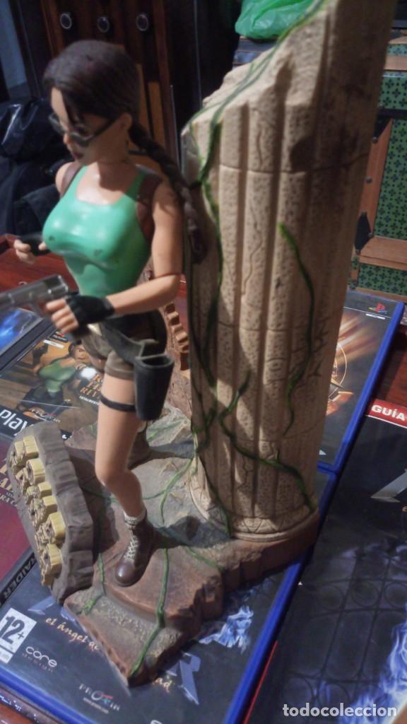 Videojuegos y Consolas: Lote Tomb raider ,PS1 vinilada ,juegos PS1 ,PS2 ,guia y figura Lara Croft - Foto 6 - 171251259