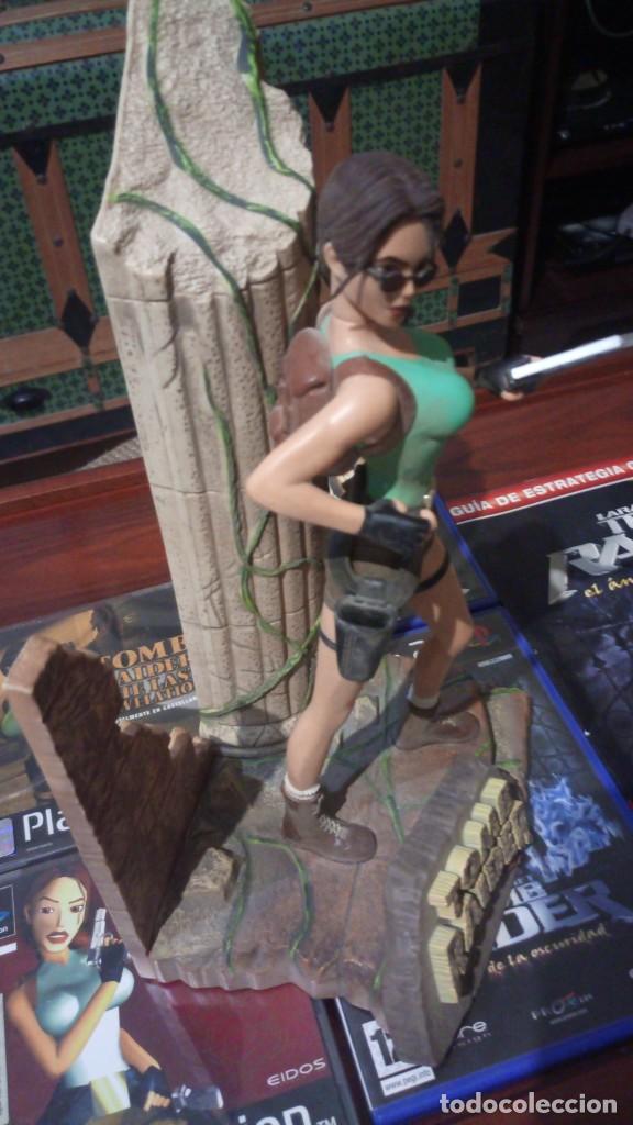 Videojuegos y Consolas: Lote Tomb raider ,PS1 vinilada ,juegos PS1 ,PS2 ,guia y figura Lara Croft - Foto 7 - 171251259