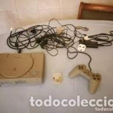 Videojuegos y Consolas: PLAYSTATION 1 SONY CON TODOS LOS CABLES Y CONEXIONES,ENCHUFE INGLES CON ADAPTADOR. Lote 206512005