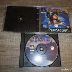 Videojuegos y Consolas: PS1 HARRY POTTER Y LA PIEDRA FILOSOFAL (CAJA SLIM) PAL ESP SIN CARÁTULA TRASERA. Lote 211679168