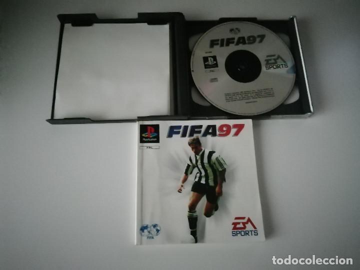Videojuegos y Consolas: Videojuego FIFA 97 con manual y caja incluidos - Playstation PS1 PSX PSOne - Foto 3 - 220690882
