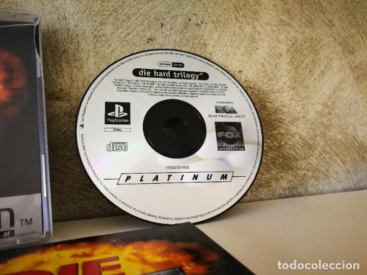 Videojuegos y Consolas: LA JUNGLA DE CRISTAL LA TRILOGÍA PS1 COMPLETO - Foto 2 - 222841500