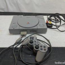Videojogos e Consolas: CONSOLA SONY PLAYSTATION 1 PS1 CON 1 MANDO Y CABLE SIN PROBAR. ENCIENDE Y GIRA EL JUEGO. Lote 293667393