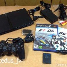 Videojuegos y Consolas: LOTE CONSOLA SONY PS2 PLAYSTATION 2 PLAY STATION PAL SLIM + JUEGO F1 05 TODO EN BUEN ESTADO. Lote 68268573