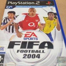 Videojuegos y Consolas: FIFA - FOOTBALL 2004 / EA SPORTS / PS2 - PAL / LEVES MARCAS DE USO.. Lote 151472606