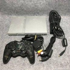 Videojuegos y Consolas: CONSOLA PLAYSTATION 2 SLIM SILVER+MANDO+AV+AC. Lote 172971653