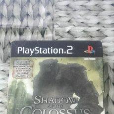 Videojuegos y Consolas: SHADOW OF THE COLOSSUS EDICION COLECCIONISTA PLAYSTATION 2 PS2 CON LO QUE SE VE EN LAS FOTOS. Lote 184080112