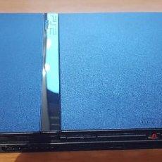Videojuegos y Consolas: CONSOLA PLAYSTATION 2 SLIM (SONY). SIN MANDOS. CON LOS CABLES. CON TARJETA DE MEMORIA. PIRATEADA. Lote 200877296