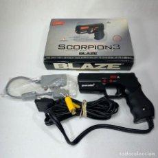 Videojuegos y Consolas: PISTOLA SCORPION 3 - PLAY STATION 2 - PS2 - CON PUNTERO DE LUZ EN SU CAJA ORIGINAL. Lote 262540900