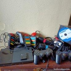 Videojuegos y Consolas: PS2 PLAYSTATION 2 SLIME MICRÓFONOS MANDOS BUZZ CD PIRATA TARJETA CABLEADO. Lote 262552700