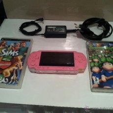 Videojuegos y Consolas: CONSOLA SONY PSP-1004 FUSIA CON DOS JUEGOS Y TRANSFORMADOR VER FOTOS. Lote 49198619