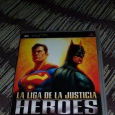 Videojuegos y Consolas: PSP LA LIGA DE LA JUSTICIA HEROES CAJA VACIA . NO INCLUYE CD!!. Lote 102953082