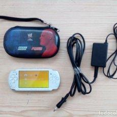 Videojuegos y Consolas: CONSOLA PSP BLANCA CON ESTUCHE, CARGADOR Y 8 JUEGOS. Lote 147756022