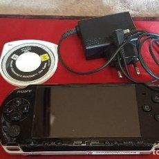 Videojuegos y Consolas: CONSOLA PSP - PLAYSTATION PORTABLE DE SONY - COLOR NEGRO - INCLUYE JUEGO AVATAR. Lote 168813996