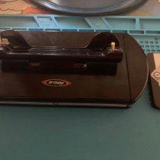 Videojuegos y Consolas: ALTAVOCES Y ESTACIÓN DE CARGA ARDISTEL PARA PSP 1000. Lote 218950015