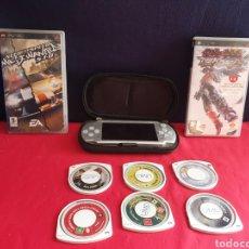 Videojuegos y Consolas: SONY PSP CON LOTE DE JUEGOS .LA CONSOLA LE FALTA LA TAPA Y LA BATARIA TAL CUAL COMO SE VE EN FOTOS. Lote 221685961