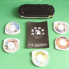 Videojuegos y Consolas: CONSOLA PSP CON 5 JUEGOS + CAMARA Y LA FUNDA LA CONSOLA LE FALTA LA BATARIA. NO ESTA PROBADO. Lote 227836100