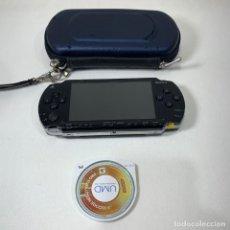 Videojuegos y Consolas: CONSOLA PLAYSTATION PORTATIL - PSP 1004 - NEGRA + ESTUCHE + JUEGO PROEVOLUTION SOCCER 6. Lote 269204708