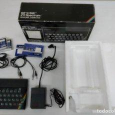 Jeux Vidéo et Consoles: ORDENADOR SINCLAIR ZX SPECTRUM 48K RAM. INCLUYE CAJA, TRANSFORMADOR, CABLES, CINTAS. MUY BUEN ESTADO. Lote 253332630