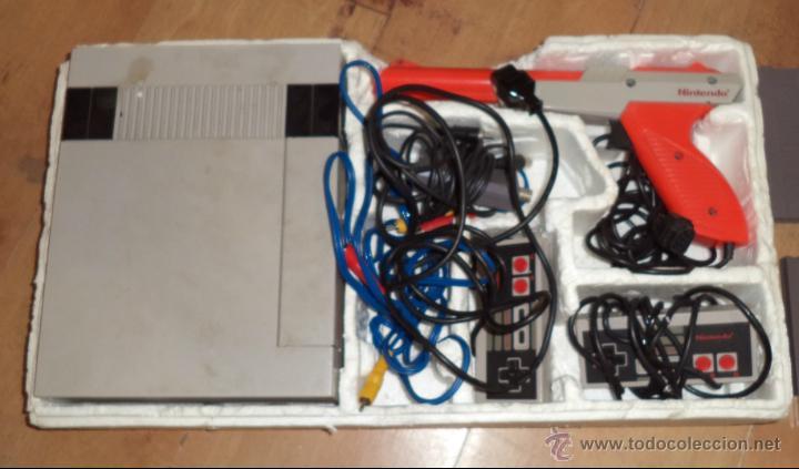 CONSOLA DE NINTENDO,1985,CON DOS JUEGOS,ORIGINAL,COMPRADA EN UNA CASA,ES LA DE LAS FOTOS (Juguetes - Videojuegos y Consolas - Nintendo - SuperNintendo)
