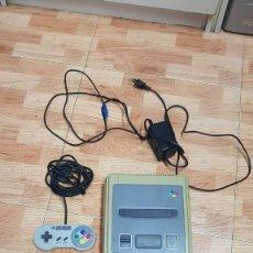 Videojuegos y Consolas: SUPER NINTENDO SNES CON UN MANDO Y CARGADOR. Lote 133002746