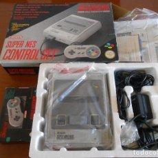 Videojuegos y Consolas: CONSOLA SUPERNINTENDO ORIGINAL COMPLETA EN SU CAJA + MANDO ORIGINAL EN SU CAJA. Lote 144081218
