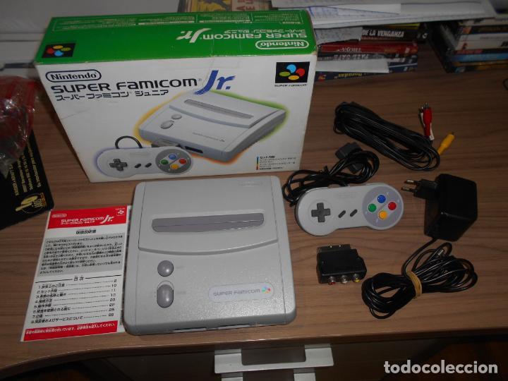 CONSOLA SUPER FAMICOM JR SUPER NINTENDO CON SU CAJA - PAD Y ADAPTADOR DE CORRIENTE PARA ESPAÑA (Juguetes - Videojuegos y Consolas - Nintendo - SuperNintendo)