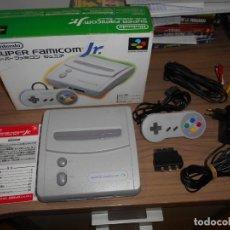 Videojuegos y Consolas: CONSOLA SUPER FAMICOM JR SUPER NINTENDO CON SU CAJA - PAD Y ADAPTADOR DE CORRIENTE PARA ESPAÑA. Lote 198941353