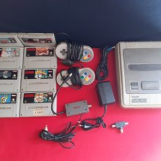Videojuegos y Consolas: CONSOLA SUPER NINTENDO CON 2 MANDOS Y LOS CABLES Y 8 JUEGOS . LA CONSOLA NO ESTA PROBADO. Lote 210206250