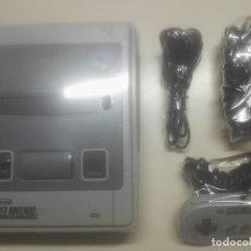 Videojuegos y Consolas: CONSOLA DE JUEGO SUPER NINTENDO + MANDO Y CABLES. Lote 261650815