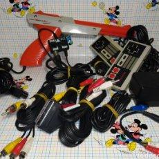 Videojuegos y Consolas: LOTE DE PISTOLA NINTENDO ZAPPER 1985 , MANDOS NINTENDO, ANTENA SEGA , ADAPTADOR Y CABLES. Lote 246330500