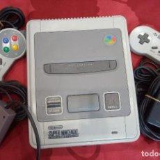 Videojuegos y Consolas: CONSOLA SUPER NINTENDO SNES CON 2 MANDOS, COMPLETA SIN CAJA DE LOS 90. Lote 262485975