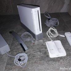 Videojuegos y Consolas: VIDEOCONSOLA NINTENDO WII CONSOLA MANDO RECARGABLE CARGADOR CABLES FUNCIONANDO OCASION BUEN ESTADO. Lote 91078935